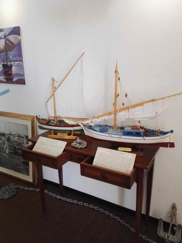 modelli di gozzo e feluca alla mostra delle vele antiche a Piombino