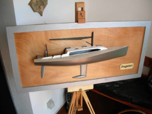 Mezzo modello di Anapotesi. Lunghezza scafo cm. 60 su top
