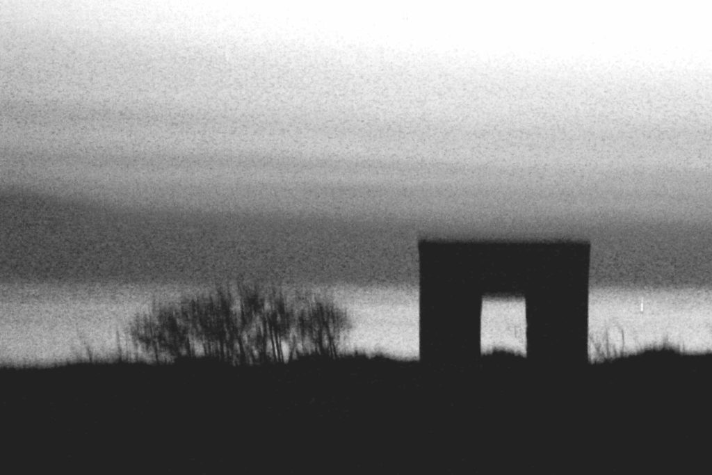 """mosso creativo - foto dal titolo """"una finestra attraverso"""" - autrice Paola Tornambè"""