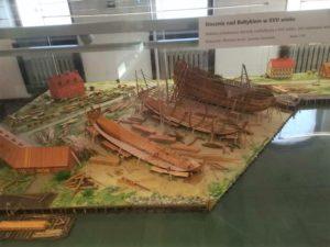 diorama di cantiere navale antico