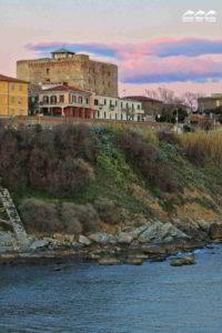 castello di piombino al tramonto