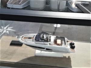 modello di motoscafo