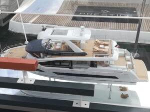 modello yacht a motore