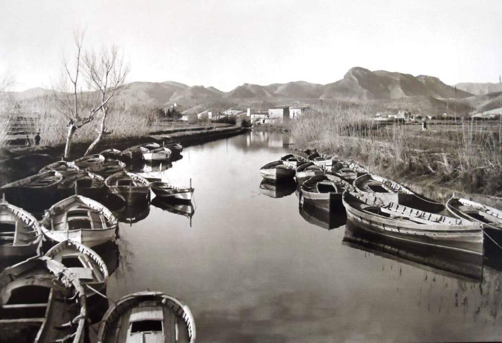Gozzi in un canale
